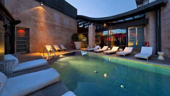 Outdoor pool of the Urban Hotel in Madrid