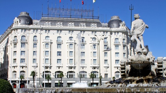 Hotel The Westin Palace in front of Fuente de Neptuno, Madrid