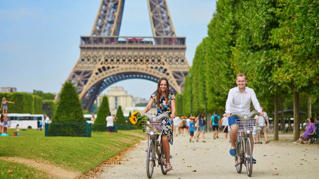 Cycling through Paris