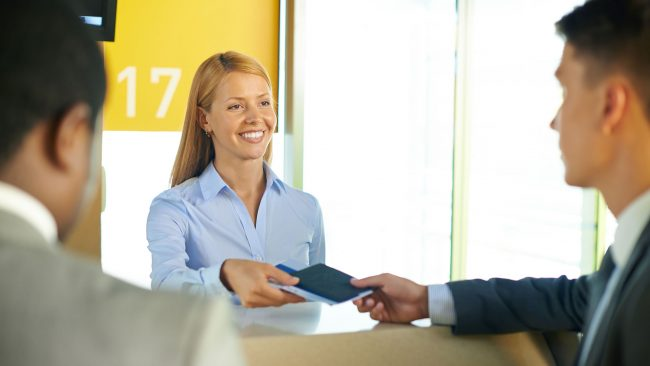 Travel with the ID or passport expired with Vueling