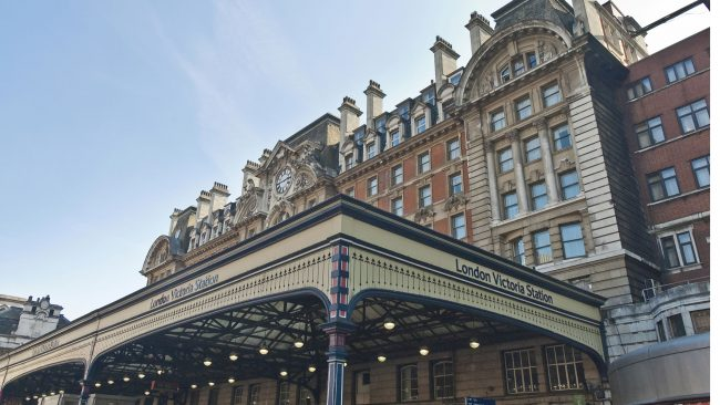 London Victoria Station: connection with train, subway and bus