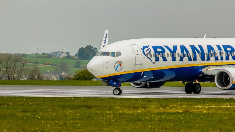Ryanair airline analysis advantages and disadvantages