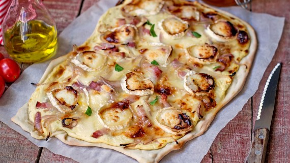 Flammkuchen with traditional ingredients