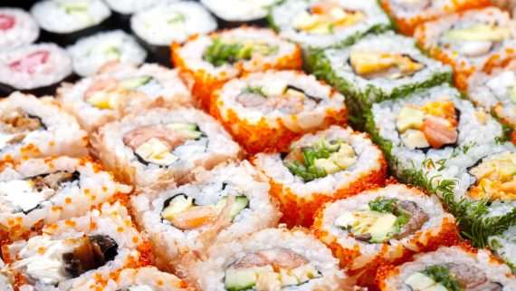 Styles and varieties of sushi