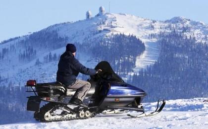 Snowmobiles in Formigal