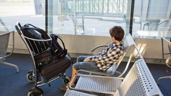 Children traveling alone by plane