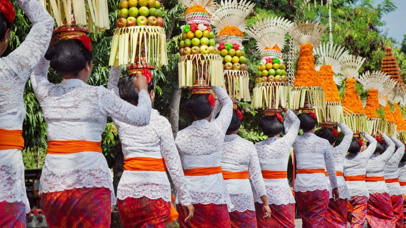 Traditions of the world cultural and social customs