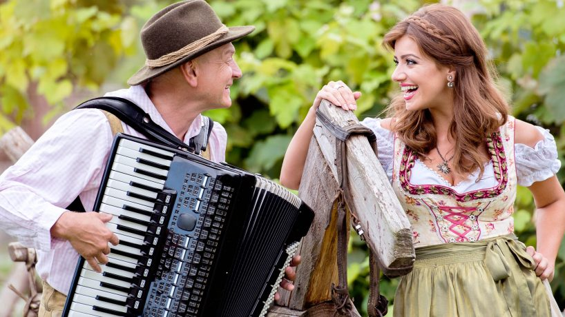 What are the typical German costumes for men and women