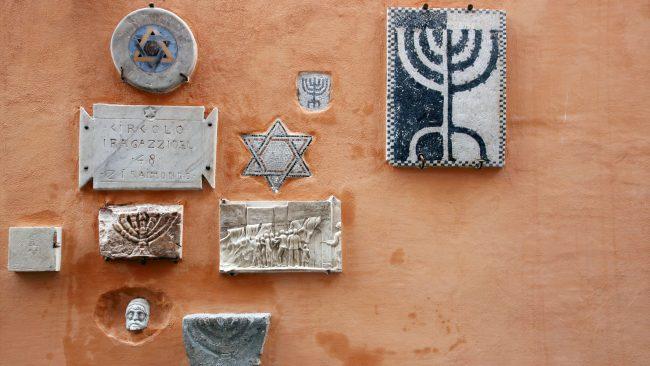 Symbols in the Jewish quarter of Rome