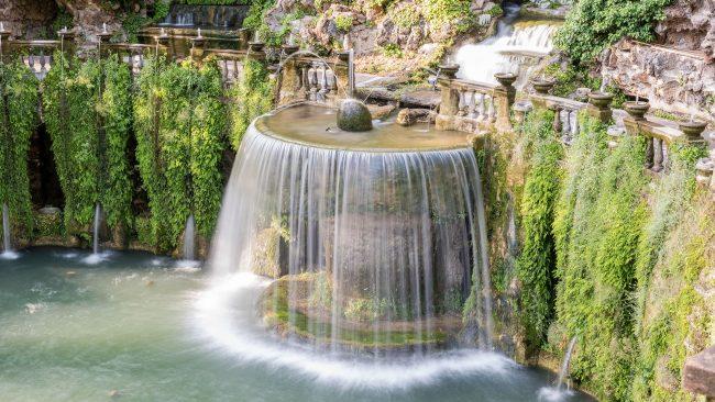 Oval fountain, in the Villa de l'Este in Tivoli, Italy