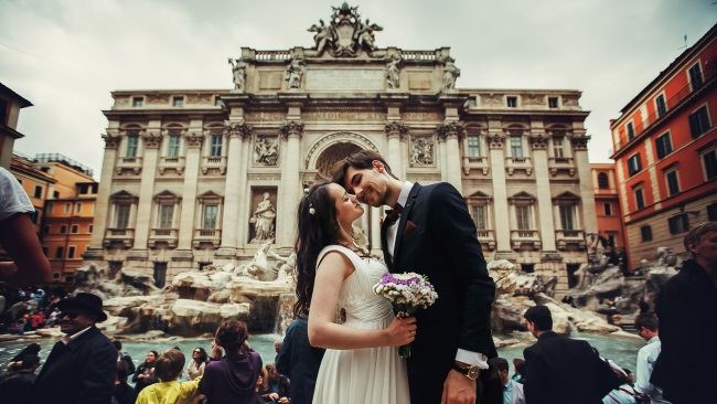 Post-wedding photo session during a trip to Rome