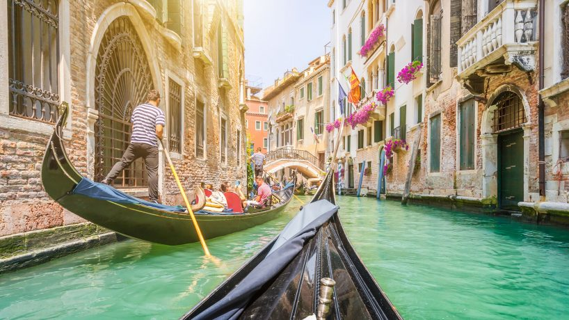 Tips documentation and requirements to travel to Italy