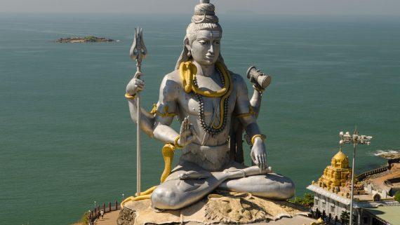 Lord Shiva statue in Rishikesh (India)