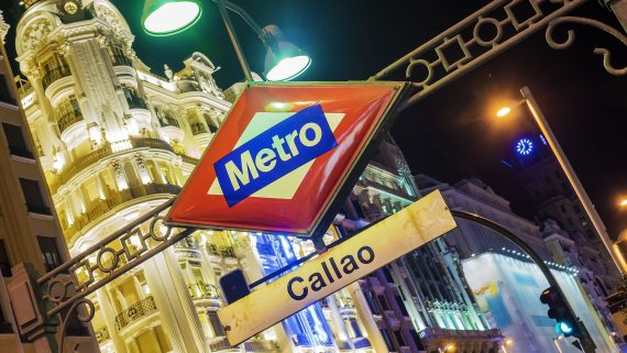 Move by subway through Madrid
