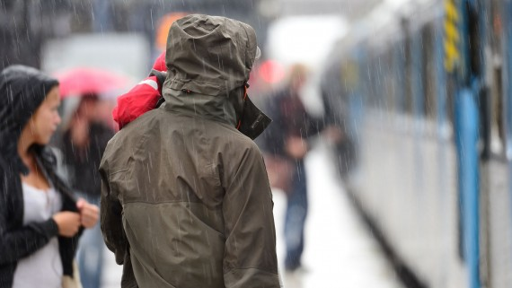 Raincoat: basic garment to visit London