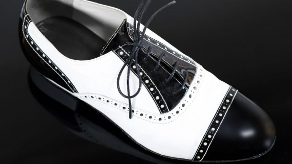 Men's shoes to dance tango