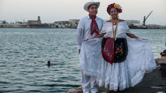 The white guayabera: the typical costume of Veracruz