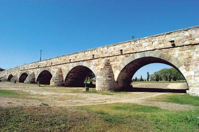 Rural tourism in Salamanca bridge