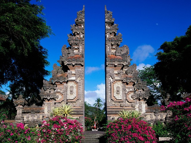 Tips documentation and requirements to travel to Indonesia