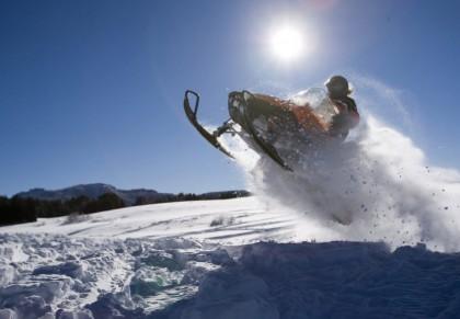 Snowmobiles in Boi Taull