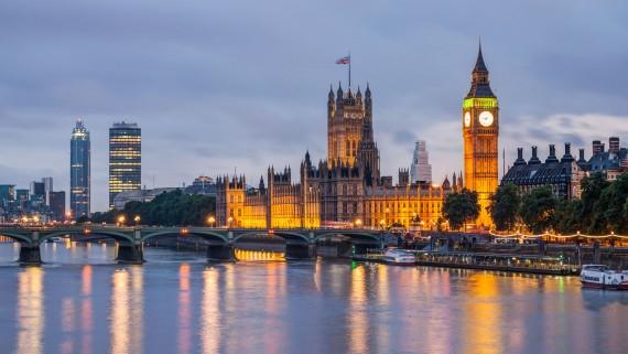 London night: an option to travel single