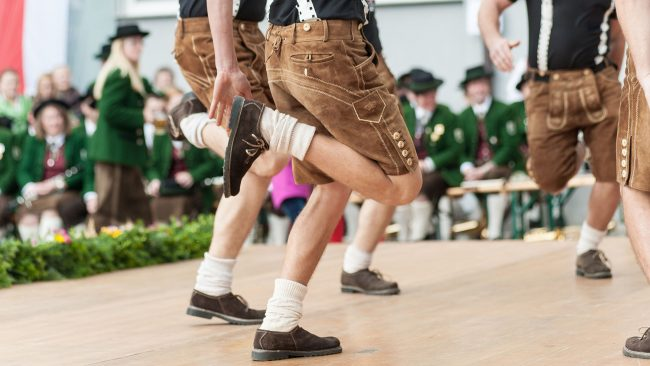 The Schuhplattler: traditional dance of Germany