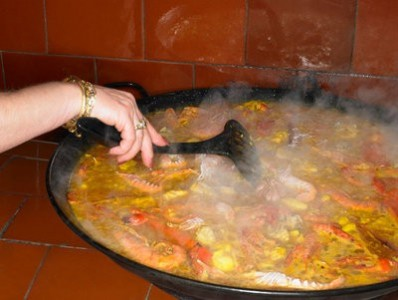 preparing the paella with seafood