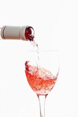 serving rose wine