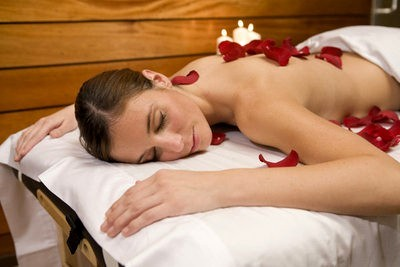 Spa in Barcelona massage with rose petals