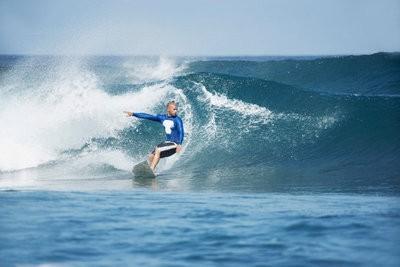 Surf à Tenerife surfant sur les vagues