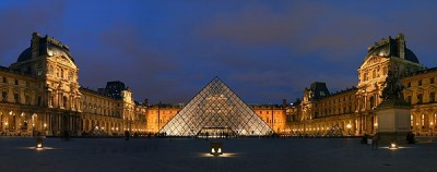 louvre museum in paris by night