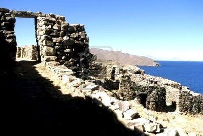 Discovering the Inca ruins Lake Titicaca